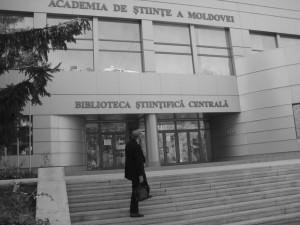 Dr. Cameron standing before the Moldovan Academy of Sciences, where he spoke. Professionals and students from many different disciplines came to his 2 hour presentation.